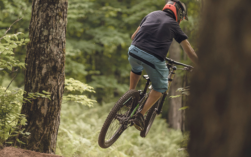 guy on mountain bike on a trail jumping
