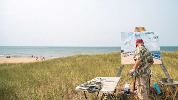 painting pictures on the beach in summer