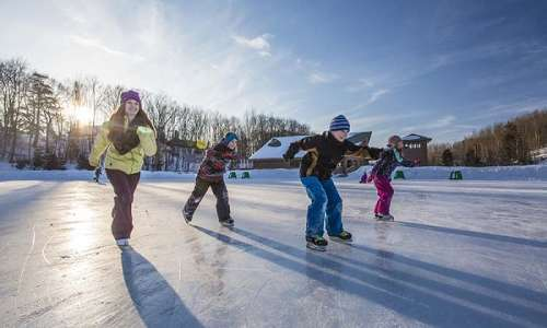 11 Outstanding Outdoor Ice Skating Rinks in Michigan
