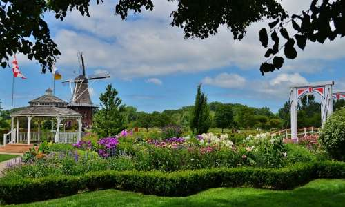 8 Things to Expect at Holland's Tulip Time Festival