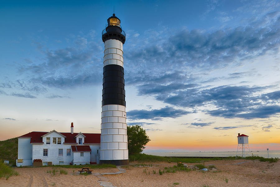 Beautiful lighthouses in michigan worth a visit michigan freerunsca Gallery