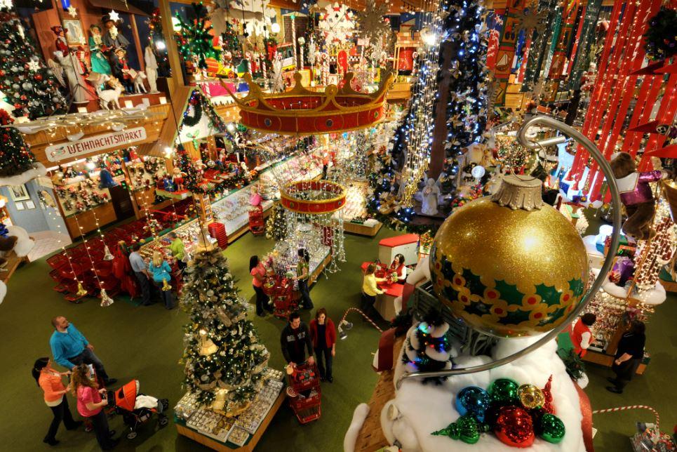 Bronners Christmas Store.JPG
