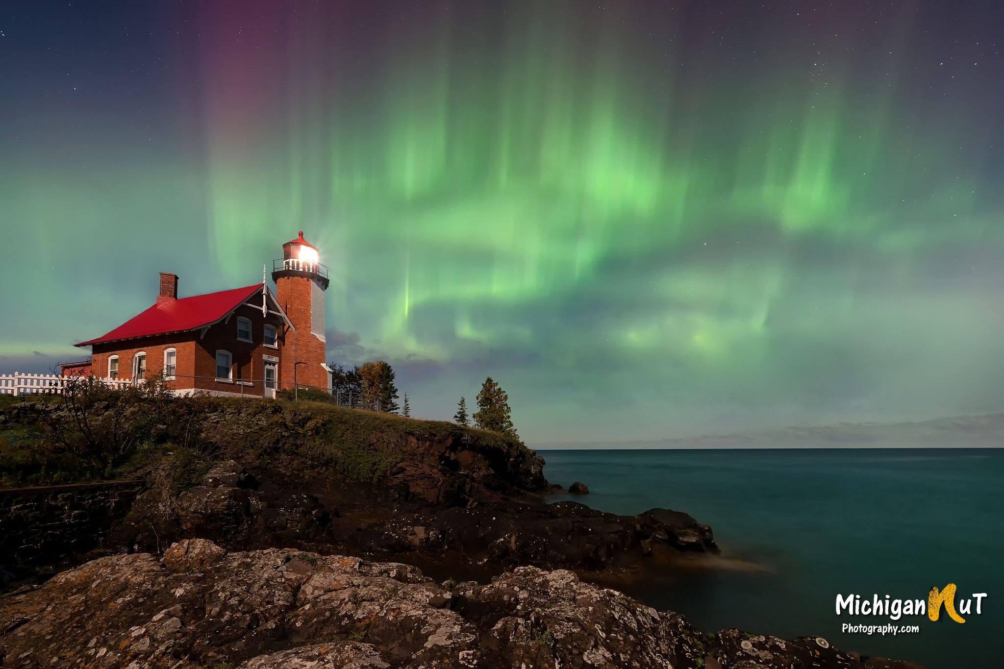 Eagle Harbor Lighthouse, Keweenaw Peninsula, Michigan  № 2240166  скачать