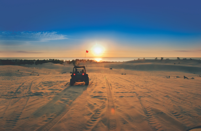 5 Places To Discover Amazing Sand Dunes In Michigan Michigan