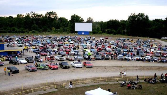 8 Places To Catch A Drive In Movie In Michigan Michigan