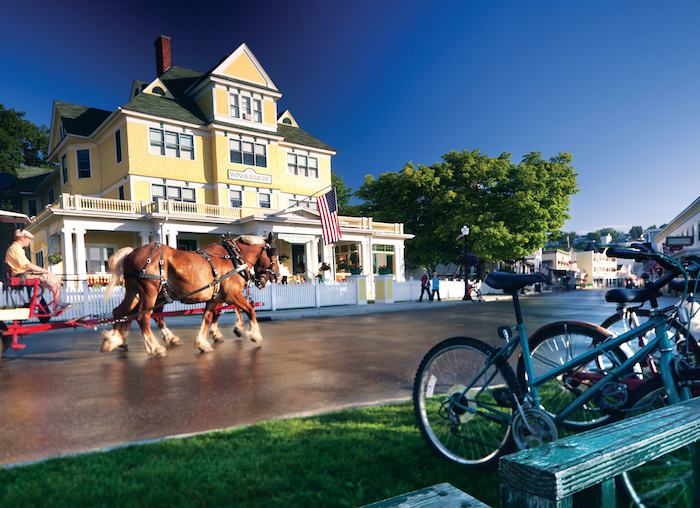 Horse drawn carriage in front of Windermere Hotel