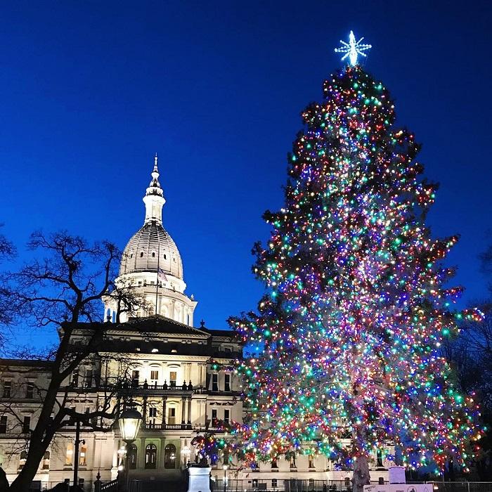 Lansing Christmas Tree - Must-See Michigan Holiday Attractions To Visit This Season Michigan